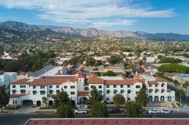 Multi-Family Housing in Santa Barbara ArchitecTours—Jardin de las Rosas